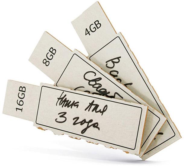 memoria USB de cartón